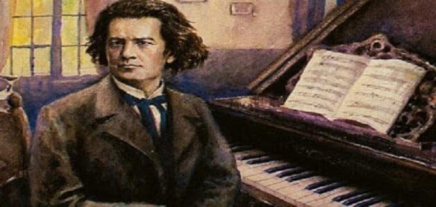 قصة عازف البيانو الشهيرة مختصرة